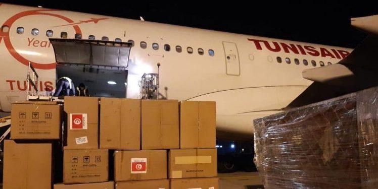 Un avion chargé d'équipement médical a atterri à l'aéroport de Tunis-Carthage