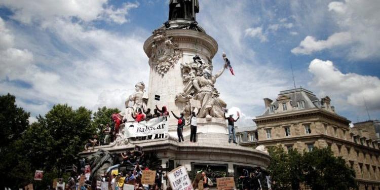 Plusieurs milliers de manifestants à Paris contre le racisme, quelques heurts