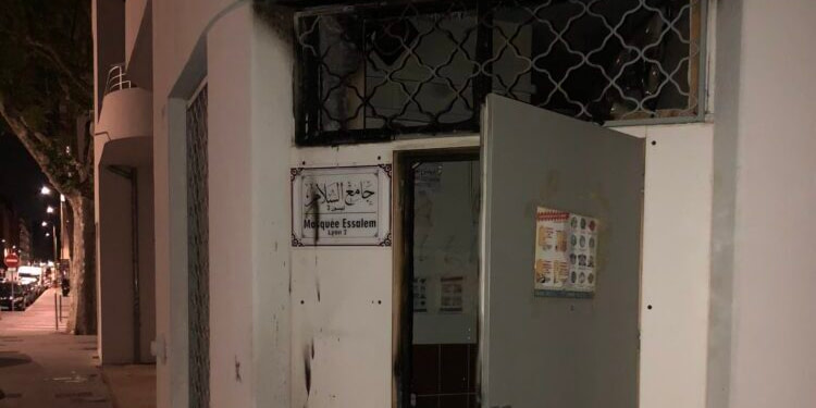France : Nouvel incendie criminel visant une mosquée à Lyon
