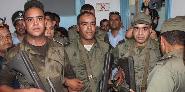 Tunisie : un militaire abattu par balles par des contrebandiers à Dhehiba