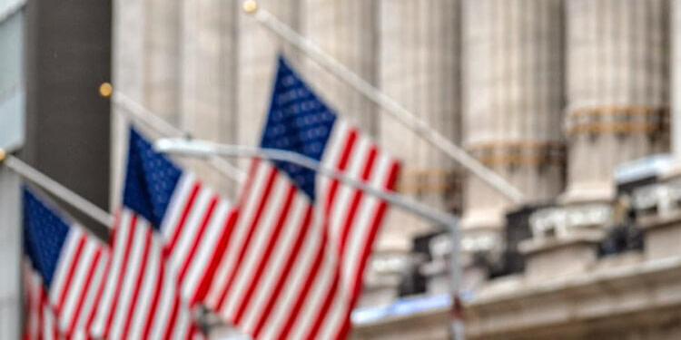 Wall Street s'enfonce dans le rouge après l'effondrement de 32,9% du PIB des USA