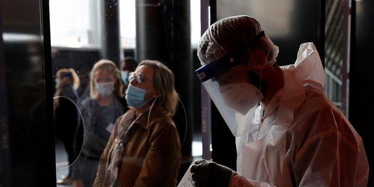 Coronavirus: Plus de 30.000 nouveaux cas en France, une première