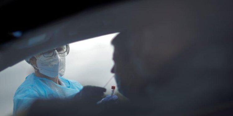 L'épidémie accélère en France avec près de 27.000 nouveaux cas en 24 heures