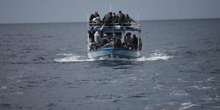 Un italien débarque à Lampedusa dans un bateau de migrants
